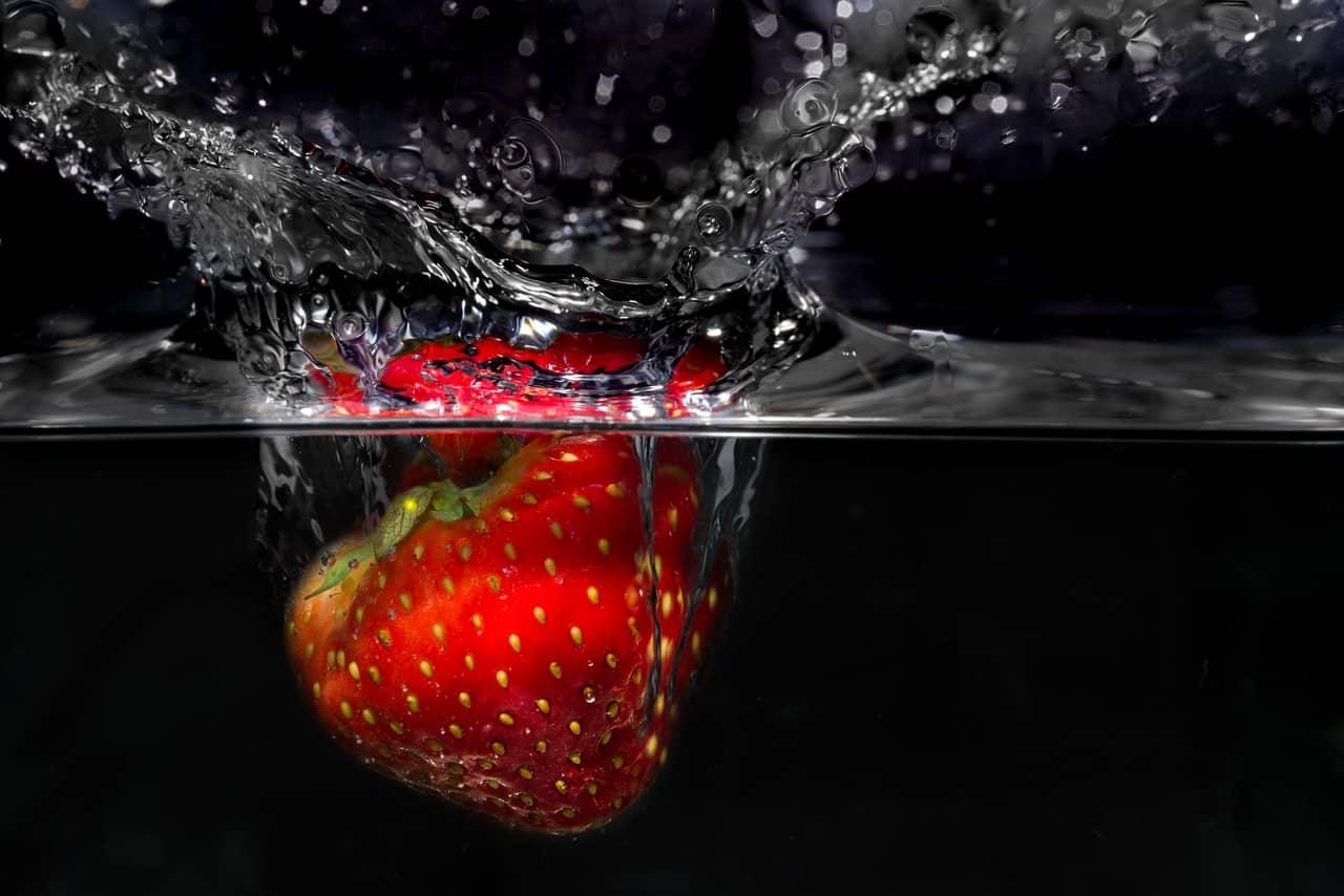 illustration fraise - fraicheur - eau